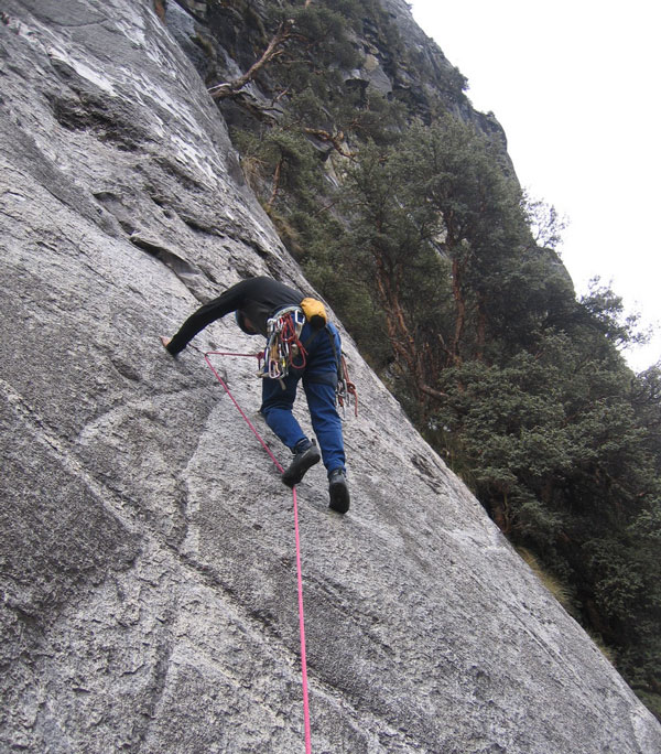climbing-rock-llaca-valley