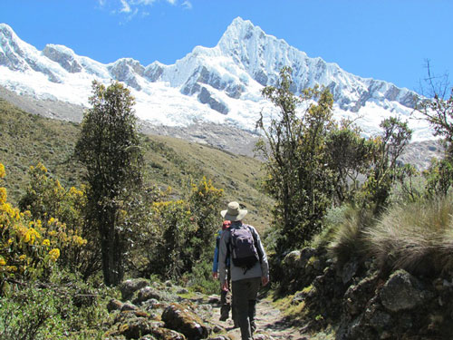 hiking-to-alpamayo-base-camp
