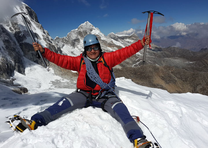 quillqueyhuanca-trek-Ishinca-summit