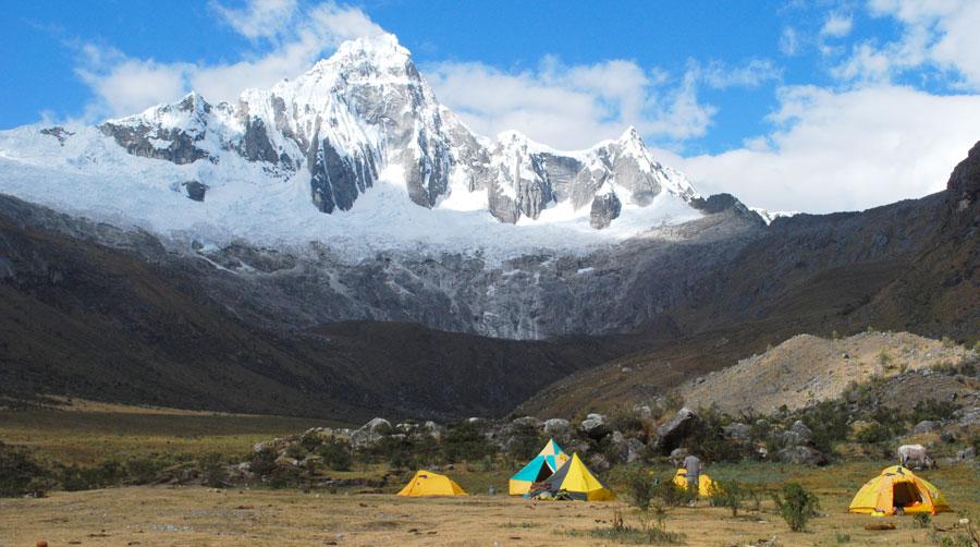 santa-cruz-trek-taullipampa-campsite