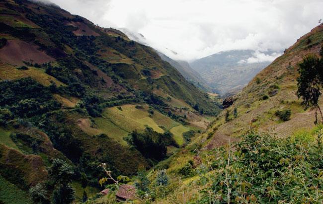 Santa-Cruz-hike-huaripampa-valley
