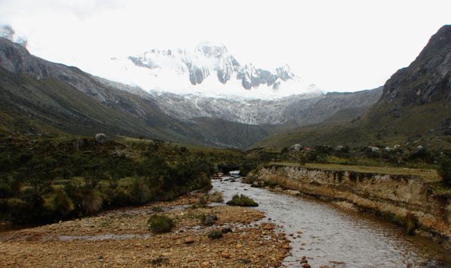 santa-cruz-trek-taulliraju-mountain