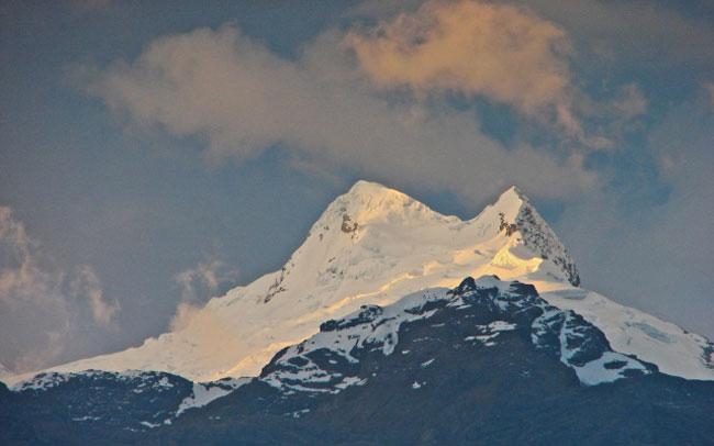 vallunaraju-mountain