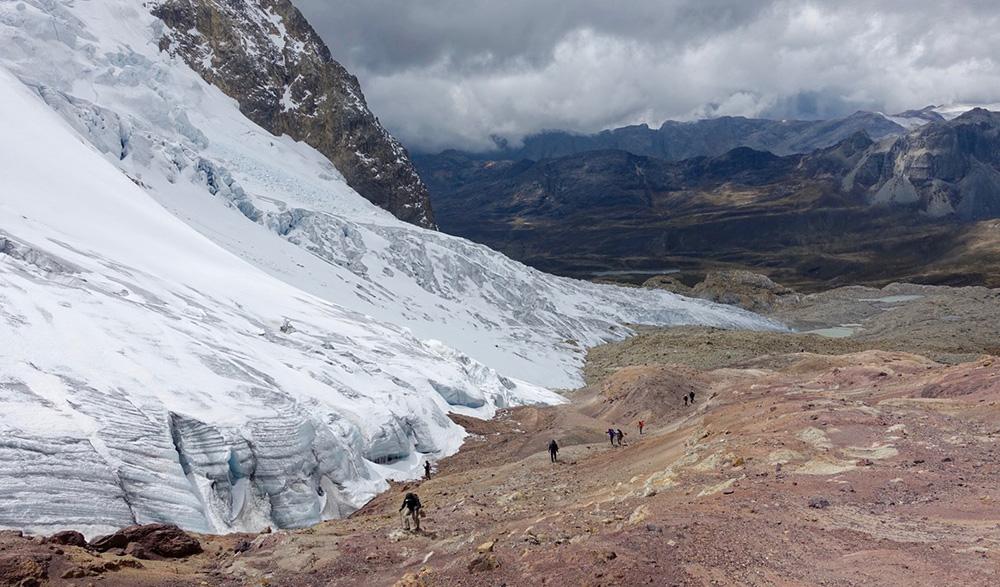 Peru, treks, climbs, hiking, - aprroaching paso trapecio