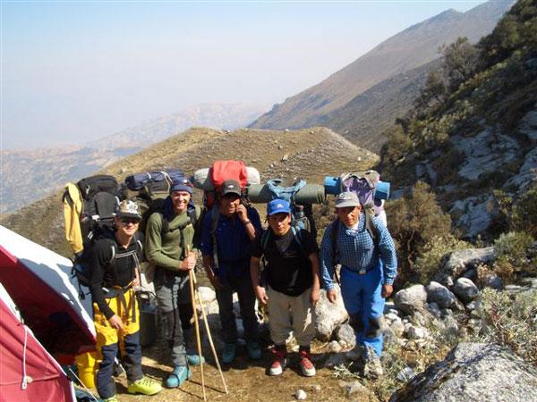 peru-climbing-porters