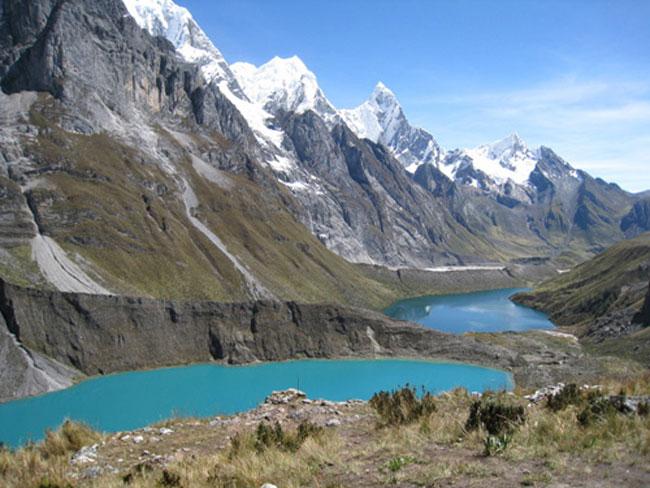 Huayhuash-siula-lakes