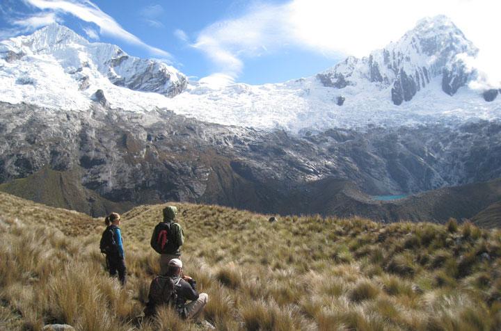 Santa-Cruz--climbing-ishinca-valley