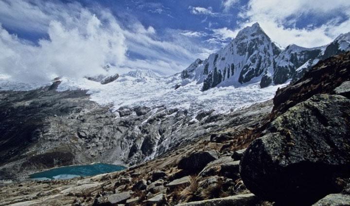 Santa-Cruz-treks-climbing-pisco