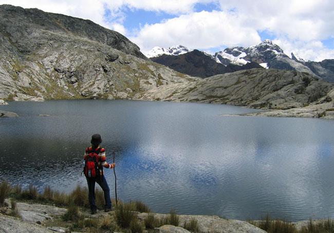 cordillera-blanca-day-hike-laguna-ahuaccocha-huaraz