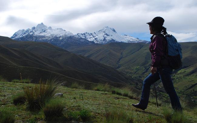 hiking-to-macashca-hill
