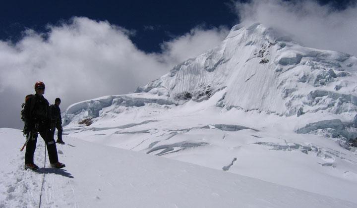 quillqueyhuanca-trek-climb-Tocllaraju
