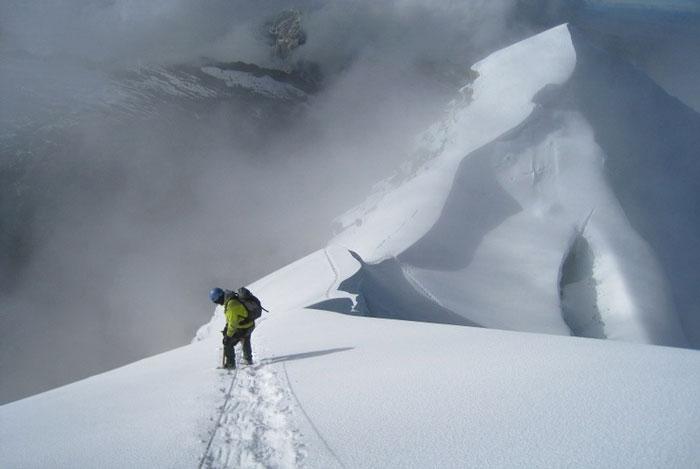 vallunaraju-climbing